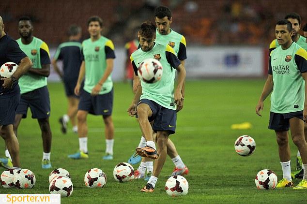 neymar mặc áo pitch